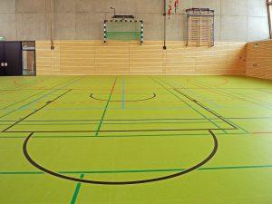 Normalerweise wird der Kasten-Bumerang-Test in einer Sporthalle durchgeführt